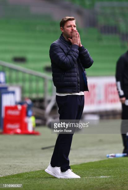 Florian Kohfeldt, Head Coach of SV Werder Bremen reacts during the Bundesliga match between SV Werder Bremen and Bayer 04 Leverkusen at Wohninvest...