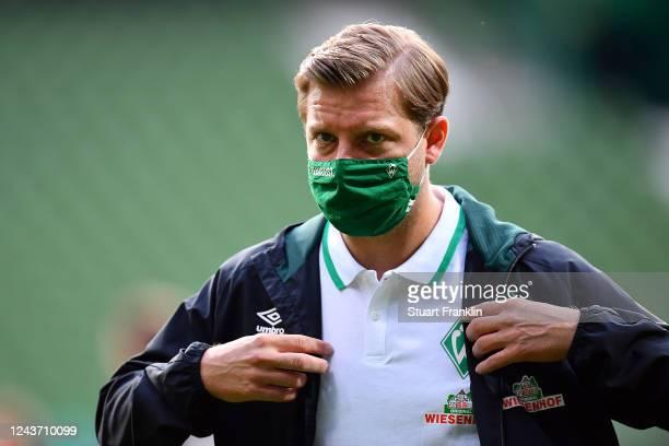 Florian Kohfeldt, Head Coach of SV Werder Bremen wears a face mask during the Bundesliga match between SV Werder Bremen and Eintracht Frankfurt at...