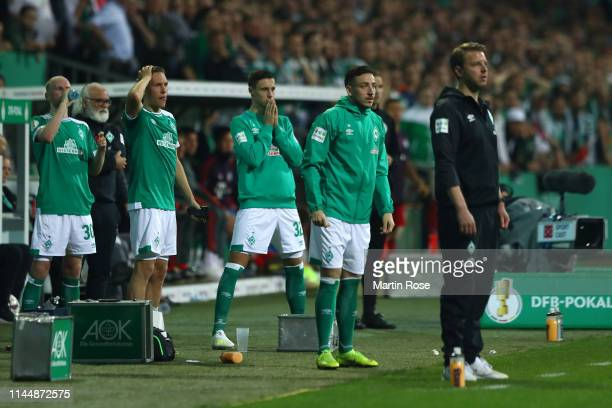 Florian Kohfeldt Manager of Werder Bremen and team react during the DFB Cup semi final match between Werder Bremen and FC Bayern Muenchen at...