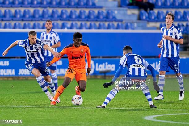 Florian Lejeune of Deportivo Alaves battle for the ball with Yunus Musah of Valencia CF during the La Liga Santander match between Deportivo Alavés...