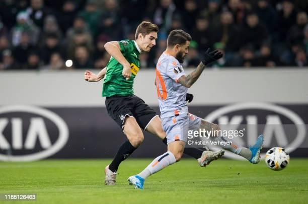 Florian Neuhaus of Borussia Moenchengladbach and Junior Caicara of Istanbul Basaksehir F.K. Battle for the ball during the Group J - UEFA Europa...