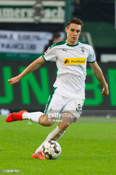 Florian Neuhaus of Borussia Moenchengladbach controls the ball during the Bundesliga match between Borussia Moenchengladbach and FC Bayern Muenchen...