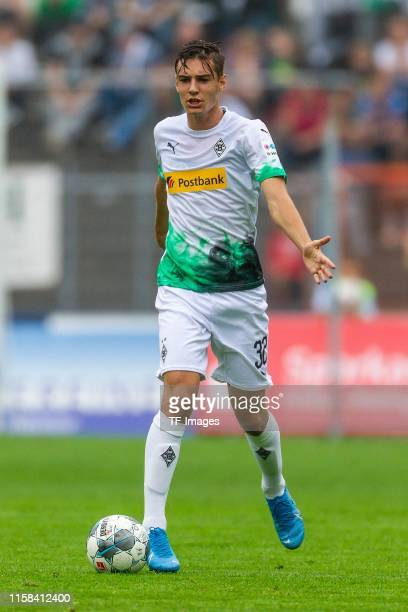 Florian Neuhaus of Borussia Moenchengladbach controls the ball during the preseason friendly match between Borussia Moenchengladbach and Athletic...