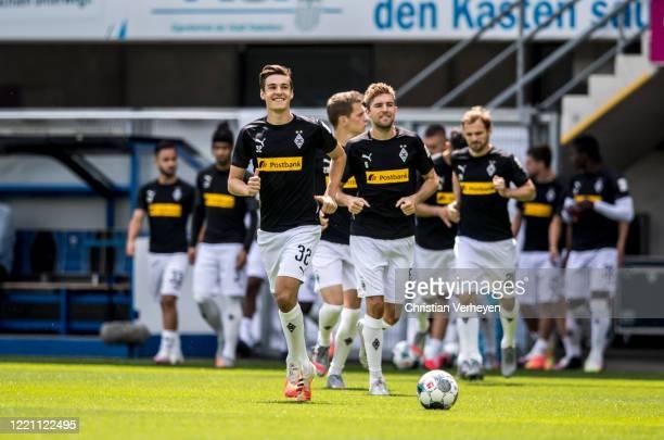 Florian Neuhaus of Borussia Moenchengladbach warm up ahead the Bundesliga match between SC Paderborn and Borussia Moenchengladbach at BentelerArean...