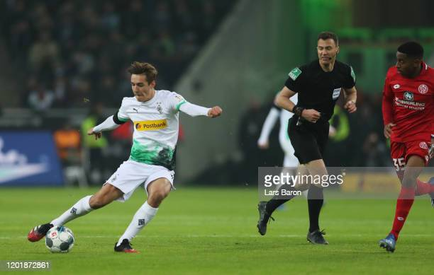 Florian Neuhaus of Borussia Monchengladbach scores his team's third goal during the Bundesliga match between Borussia Moenchengladbach and 1. FSV...