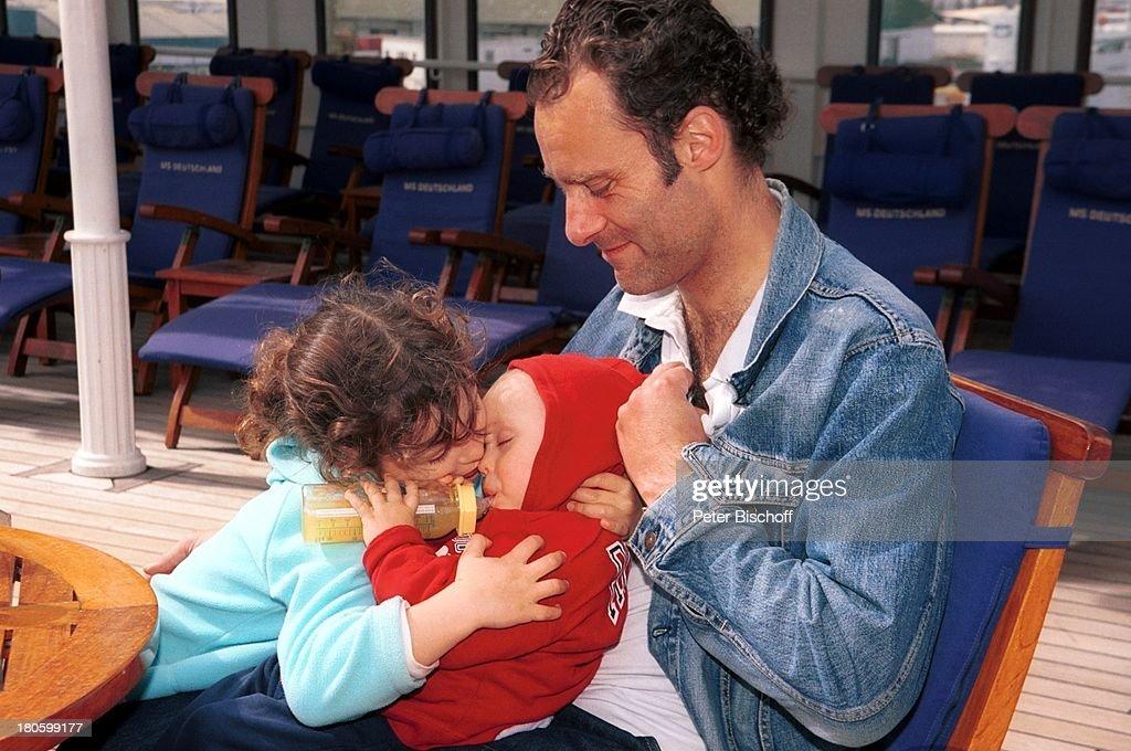 Florian Richter, Sohn Fausto Tietze, (1 Jahr), Tochter Lilly Jun : News Photo