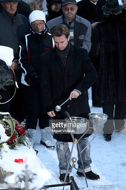 Florian Silbereisen pays the last respect at the coffin of Maria Hellwig during the funeral on December 1 2010 in Reit im Winkl Germany The legendary...