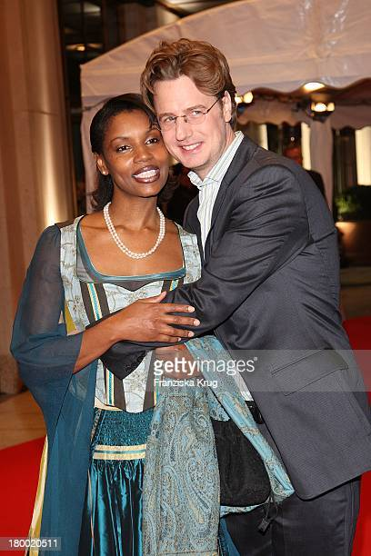 """Florian Simbeck Mit Seiner Ehefrau Stephanie Bei Der Eröffnungsfeier Des """"The Charles Hotel"""" Am 221007 In München ."""