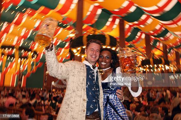 Florian Simbeck Und Ehefrau Stephanie Im Schützenfestzelt Bei 'Frühstück Bei Tiffany' Am 200908