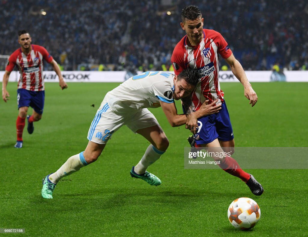 Florian Thauvin of Marseille holds off pressure from Lucas Hernandez of Atletico Madrid during the UEFA Europa League Final between Olympique de Marseille and Club Atletico de Madrid at Stade de Lyon on May 16, 2018 in Lyon, France.