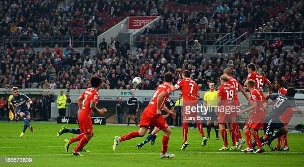 Florian Trinks of Fuerth scores his teams first goal during the Second Bundesliga match between Fortuna Duesseldorf and SpVgg Greuther Fuerth at...