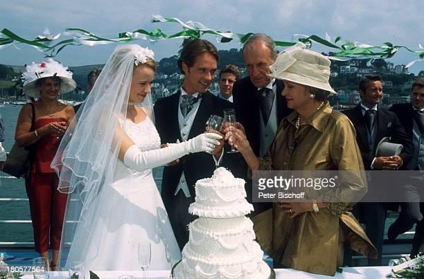 Floriane Daniel Matthias Schloo Alexander Kerst Nadja Tiller ZDFPilcherFilm Wind über dem Fluss Südengland/England/Großbritannien Hochzeit...