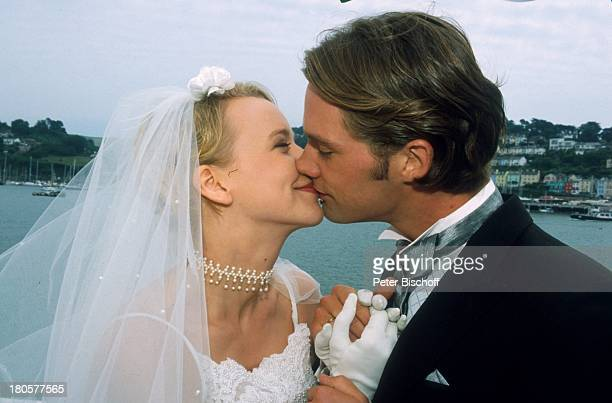 Floriane Daniel Matthias Schloo ZDFPilcherFilm Wind über dem Fluss Südengland/England/Großbritannien Hochzeit Hochzeitskleid Schleier Braut Bräutigam...