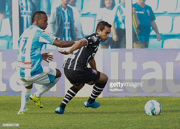 Florian��polis/SC Tinga from Ava�� and Jadson from Corinthians from 19th round of Brazilian Soccer Championship 2015 Photo Fernando Remor