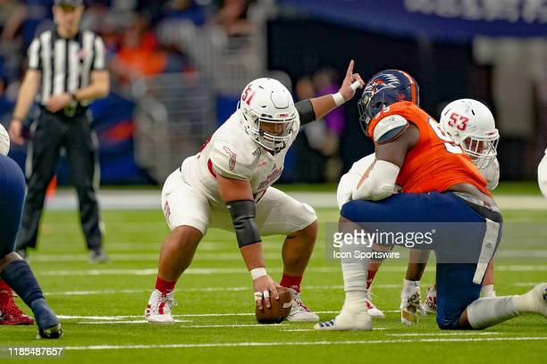Florida Atlantic Owls offensive lineman Junior Diaz gets ready to snap the ball during the game between the Florida Atlantic Owls and the UTSA...