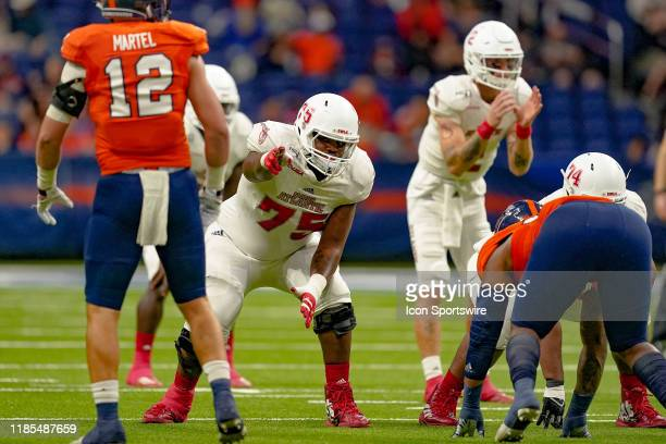 Florida Atlantic Owls offensive lineman Marquice Robinson gets ready for a play during the game between the Florida Atlantic Owls and the UTSA...