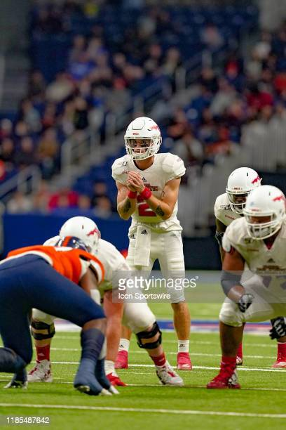 Florida Atlantic Owls quarterback Chris Robison gets ready to take a snap during the game between the Florida Atlantic Owls and the UTSA Roadrunners...