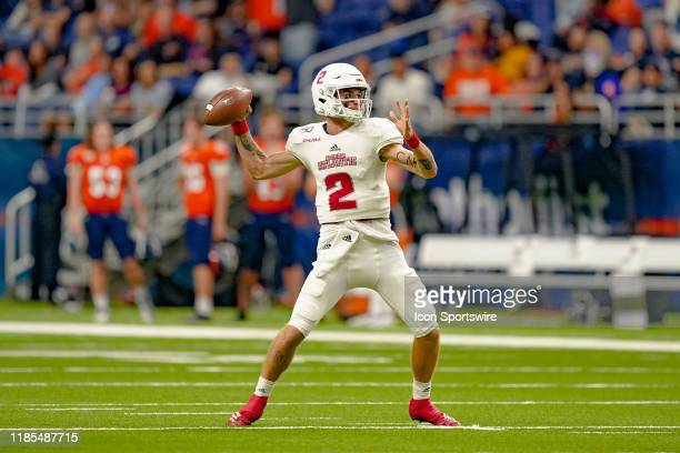 Florida Atlantic Owls quarterback Chris Robison throws a pass during the game between the Florida Atlantic Owls and the UTSA Roadrunners on November...