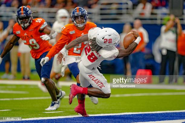 Florida Atlantic Owls running back James Charles goes in for a score during the game between the Florida Atlantic Owls and the UTSA Roadrunners on...