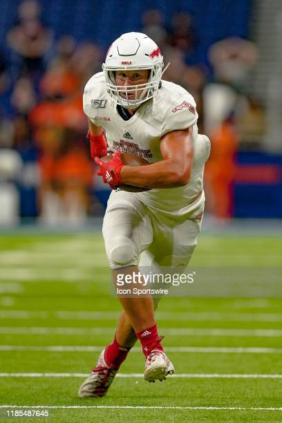 Florida Atlantic Owls tight end Harrison Bryant runs the ball during the game between the Florida Atlantic Owls and the UTSA Roadrunners on November...