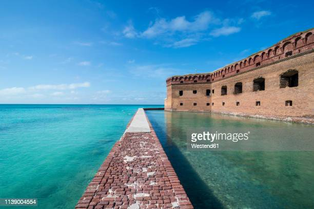 usa, florida, florida keys, dry tortugas national park, pier surrounding fort jefferson - dry tortugas stock pictures, royalty-free photos & images
