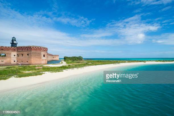 usa, florida, florida keys, dry tortugas national park, turquoise waters and white sand beach before fort jefferson - dry tortugas stock pictures, royalty-free photos & images
