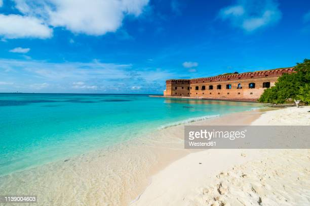 usa, florida, florida keys, dry tortugas national park, white sand beach and turquoise waters before fort jefferson - dry tortugas stock pictures, royalty-free photos & images