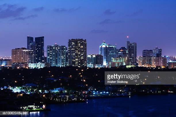 usa, florida, fort lauderdale, skyline at night - フォートローダーデール ストックフォトと画像