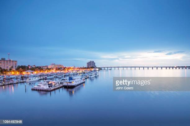 florida, fort myers, downtown river district, caloosahatchee river - fort myers stock pictures, royalty-free photos & images