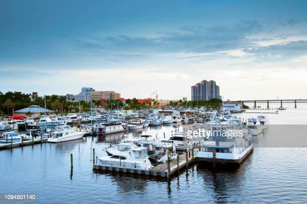 florida, fort myers, downtown river district, caloosahatchee river - フォートマイヤーズ ストックフォトと画像