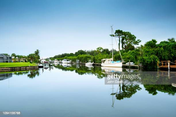 florida, fort myers, neighborhood, canal, caloosahatchee river - fort myers stock pictures, royalty-free photos & images