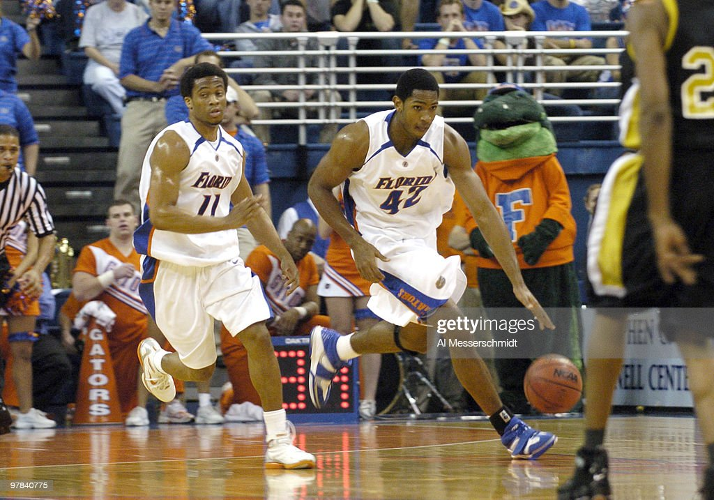 NCAA Men's Basketball  - Alabama State vs Florida - November 28, 2005 : News Photo