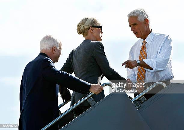 Florida Governor Charlie Crist welcomes Republican presidential nominee Sen John McCain and his wife Cindy McCain as they board the Straight Talk...