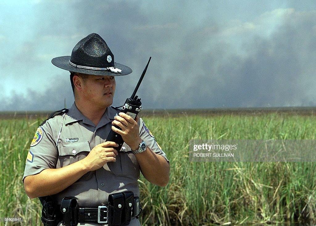 Florida Highway Patrol Sgt. John Kamidoi checks th : News Photo