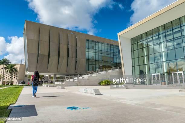 florida international university - patio de colegio imagens e fotografias de stock
