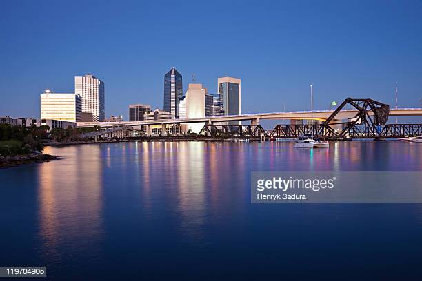 usa, florida, jacksonville, city skyline at dusk - jacksonville florida stock pictures, royalty-free photos & images