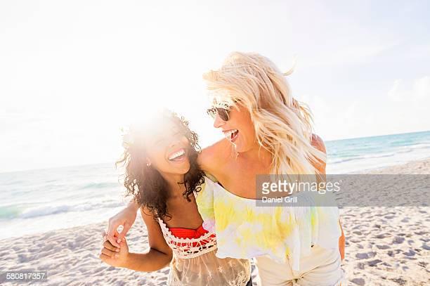 USA, Florida, Jupiter, Female friends on beach