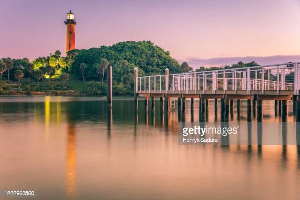usa, florida, jupiter, pier and lighthouse at dusk - jupiter florida stock pictures, royalty-free photos & images