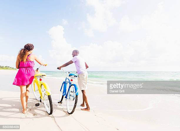 USA, Florida, Jupiter, Young couple during bike trip