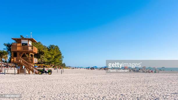 floride (etats-unis) - plage de lamantin sur l'île d'anna maria - anna cabana photos et images de collection