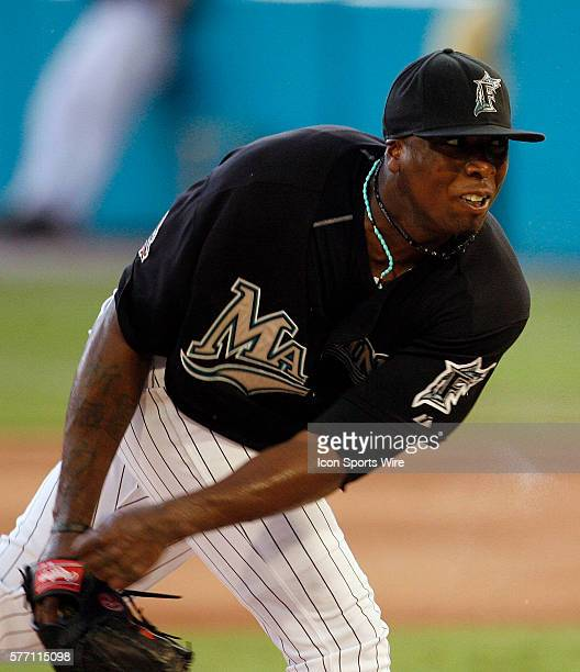 Florida Marlins left handed pitcher Dontrelle Willis pitches in the fourth inning against the Atlanta Braves in the Marlins' 65 victory in ten...