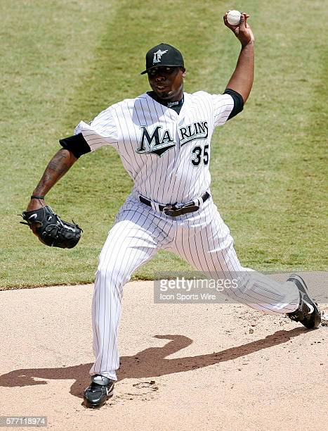Florida Marlins left handed pitcher Dontrelle Willis pitches in the first inning against the San Francisco Giants in the Giants' 65 victory at...