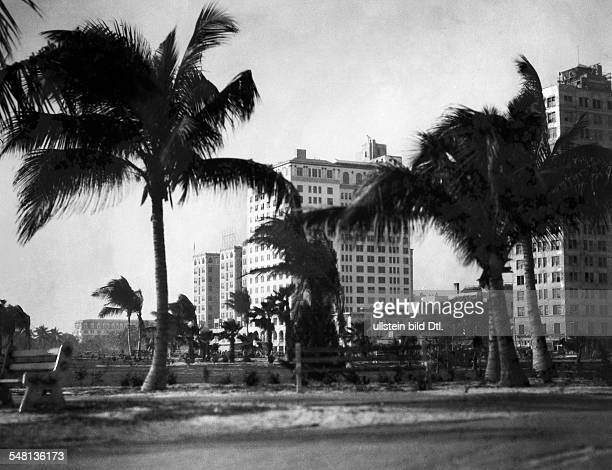 USA Florida Miami Hotels on the Ocean Boulevard 1926 Photographer Emil Otto Hoppe Published by 'Berliner Illustrirte Zeitung' 40/1926 Vintage...