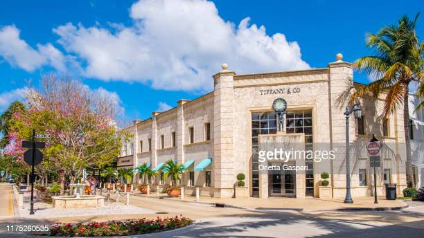 florida (us) - palm beach, tiffany & co in worth avenue - avenue stock pictures, royalty-free photos & images