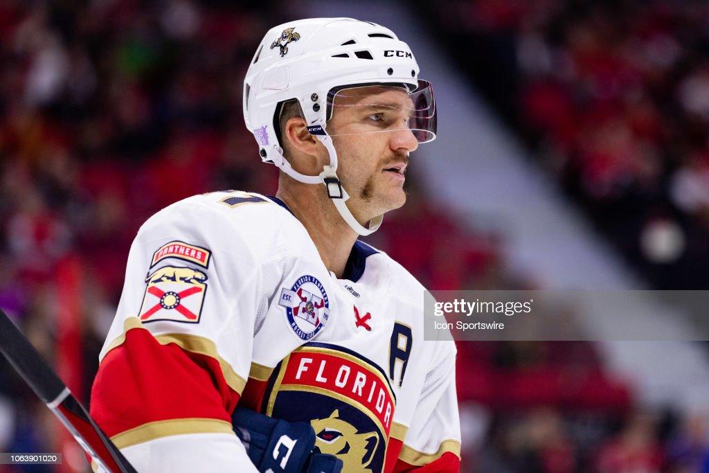 NHL: NOV 19 Panthers at Senators : Foto di attualità