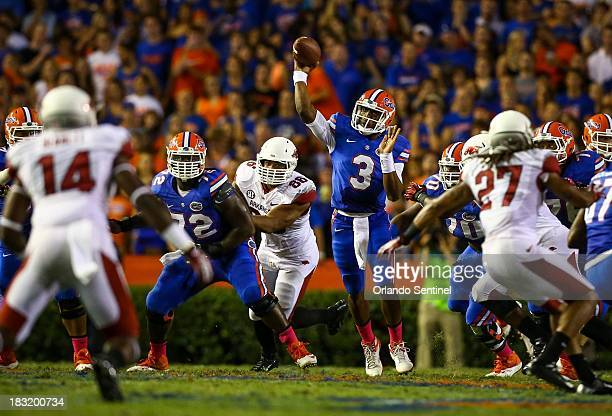 Florida quarterback Tyler Murphy makes a pass against Arkansas during the first quarter at Ben Hill Griffin Stadium in Gainesville, Florida, on...