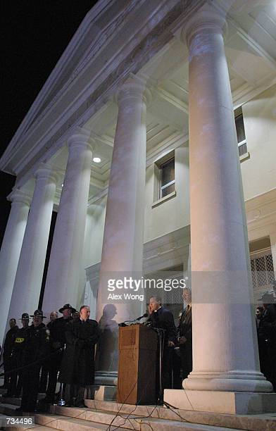 Florida State Supreme Court spokesman Craig Waters speaks to the media at the front steps of the courthouse November 21 2000 in Tallahassee The...
