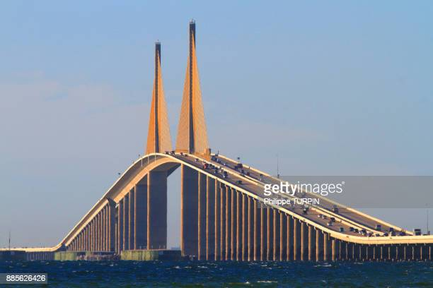 usa, florida. sunshine skyway bridge, tampa bay. - sunshine skyway bridge stock photos and pictures
