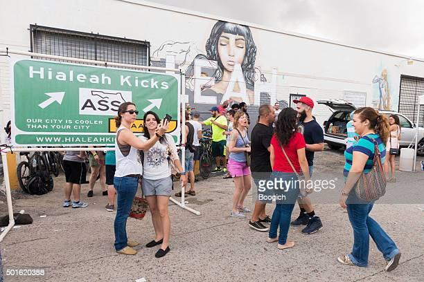 Florida femmes prendre Selfie au Hialeah maintenant Festival