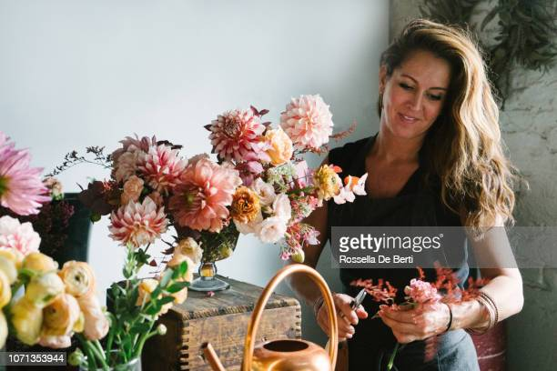 florist arranging flowers - arranging stock pictures, royalty-free photos & images
